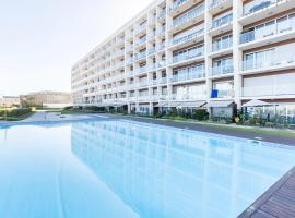 Amazing Flat - Pool and Parking, hotel in Lisbon