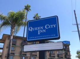 """Queencity Inn, viešbutis mieste Signal Hill, netoliese – Laivas """"Queen Mary"""""""