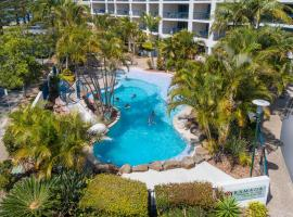 Ramada Resort by Wyndham Golden Beach, hotel in Caloundra