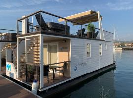 Floating House MM, Marina Portorož, holiday home in Portorož