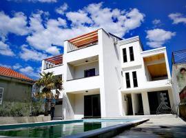 Apartments STAR with Pool, budget hotel in Biograd na Moru