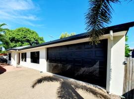 3 bedroom central home, hotel near 547 Industry Park, Townsville
