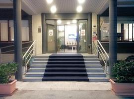 Hotel Touring, hotell nära Ancona Falconara flygplats - AOI,