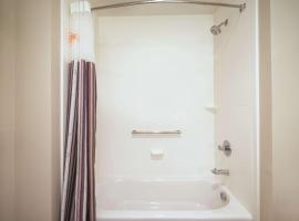 La Quinta by Wyndham DFW Airport South / Irving, hotel near Six Flags Over Texas, Irving