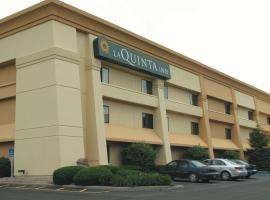 La Quinta Inn by Wyndham Indianapolis Airport Executive Dr, hotel in Indianapolis