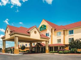 La Quinta by Wyndham Russellville, hotel in Russellville