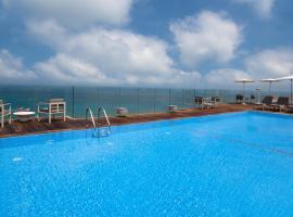 מלון קרלטון תל אביב - יוקרה על הים, מלון בתל אביב