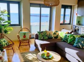 The Shore@GreenCoast - Waterfront Beach House Espinho, hotel in Espinho