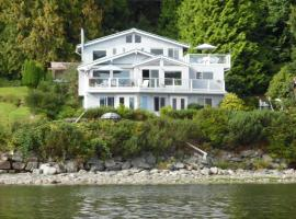 Beach House Salt Spring, hotel in Fulford Harbour