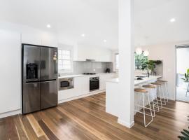 Park Avenue Terrace House Sleeps 9, pet-friendly hotel in Brisbane