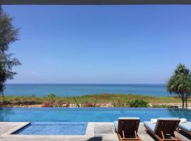 The White Pearl 8BR Modern Beachfront Pool Villa, hotel in Mai Khao Beach