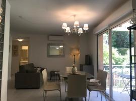Delizioso appartamento residenziale fronte mare, self catering accommodation in Menton