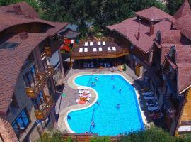 Терем у реки, beach hotel in Kamennomostskiy