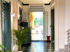 Hotel Tirrenia, отель в Виареджо