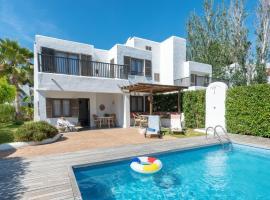 Villas S'Argamassa, hotel near Chirincana Beach Bar, Santa Eularia des Riu