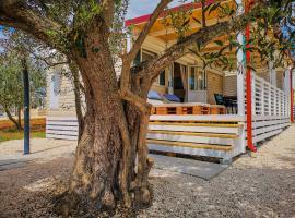 Adriatic Sunrise Mobile Homes, glamping site in Biograd na Moru