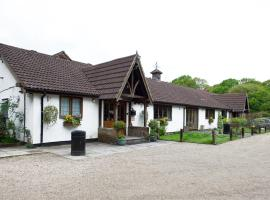 Little Foxes Hotel & Gatwick Airport Parking, hotel in Crawley
