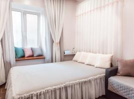 Апартаменты НЕЖНЫЙ РАССВЕТ, отель в Санкт-Петербурге, рядом находится Витебский железнодорожный вокзал