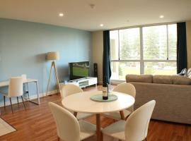 Beachside Luxury 2 Bedroom Getaway, hotel near Glenelg Marina, Glenelg