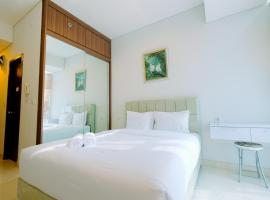 Best Emerald Studio Room Apartment at Capitol Park Residence By Travelio, hotel in Jakarta