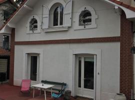 LES CHARMETTES, hôtel à Saint-Étienne près de: EMLYON Campus Saint-Etienne