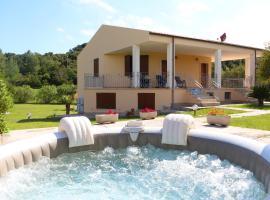 Villa Moresca B4, hotel with jacuzzis in Alghero