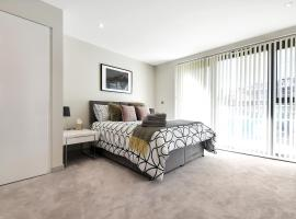 Esquire Apartments, hotel near Boston Manor Tube Station, London