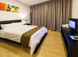 Luxfort 118 Service Suites, hotel in George Town