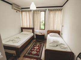 Hotel Relax, hotel in Gjirokastër