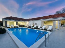 Villa Mare - with HEATED POOL, holiday home in Zadar