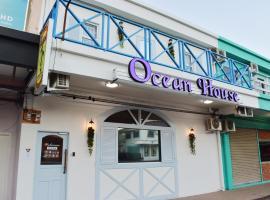 Ocean House, hostel in Semporna