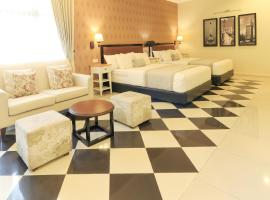 HOME Guesthouse, guest house di Surabaya
