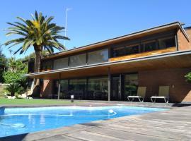 VILLA DEL BOSQUE, hotel in Castelldefels