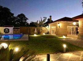 Villa en Sevilla, cerca de Carmona y Aeropuerto, Hotel in Carmona