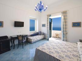 Palazzo Marzoli charme Resort, hotel with jacuzzis in Positano