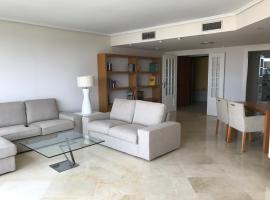 Ciudad Ciencias- Lujo- Parking- Wi-Fi., apartment in Valencia