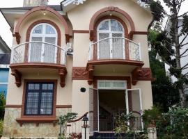 Villa Kota Bunga G, hotel in Puncak