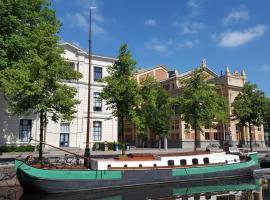 Monumentale woonboot op unieke locatie Groningen, apartment in Groningen