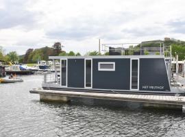 "Cozy floating boatlodge ""Het Vrijthof"", self catering accommodation in Maastricht"