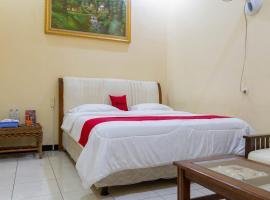 RedDoorz @ Pataruman Garut, hotel in Garut