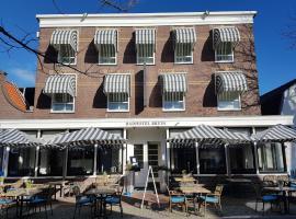 Badhotel Bruin, hotel near Vuurduin, Oost-Vlieland