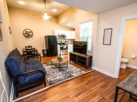 One Bedroom Apartment Near Downtown with Sleeper, vacation rental in San Antonio
