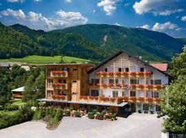 Hotel Brötz, hotel near Lake Braies, Rasùn di Sotto