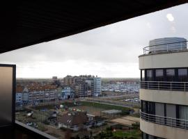 Apartment sea-and harbourview 6p Blankenberge near Brugge, budget hotel in Blankenberge