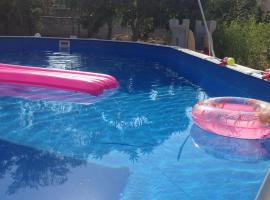 White Home. Casa Relax, piscina, free wi-fi & posto auto., holiday home in Palermo