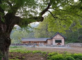 Under star and moonlight, lodge in Cheongsong