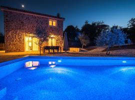 Villa Petite, hotel in Risika