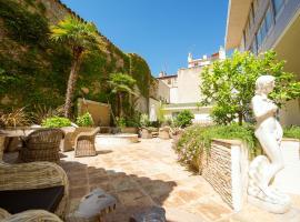 Best Western Plus Le Patio des Artistes Wellness Jacuzzi, boutique hotel in Cannes