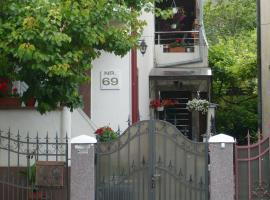 CASA CHIVA, hotel in Orşova