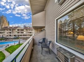 Poolside Condo Right By The Shores Of Lake Tahoe Condo, apartment in South Lake Tahoe